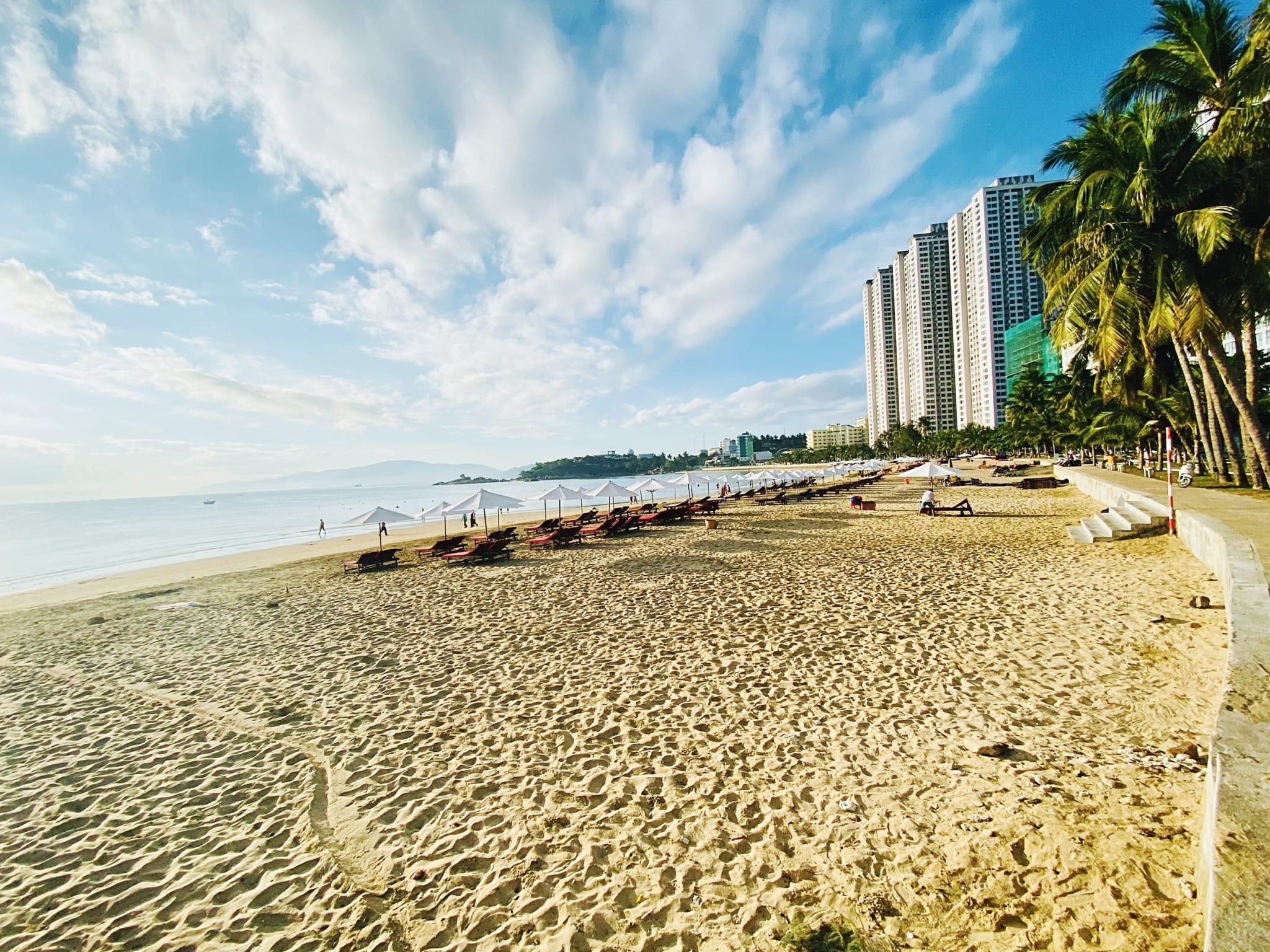 Bãi Biển Hòn Chồng - Chung Cư Mường Thanh Viễn Triều Nha Trang (OCEANUS Viễn Triều Nha Trang)